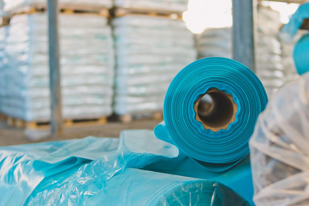 Гранулы для стрейч пленки используются при производстве тепличных пленок ТЦ ШИКО картинка