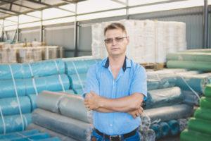 Александр Шаров на складе готовой продукции фото