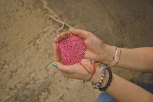 Цветные ПВД гранулы фото